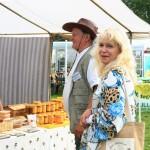 Marianne Rosenfeld Eesti Mesinike Liidu (EML) tegevjuht ja mesinik August Rapp.